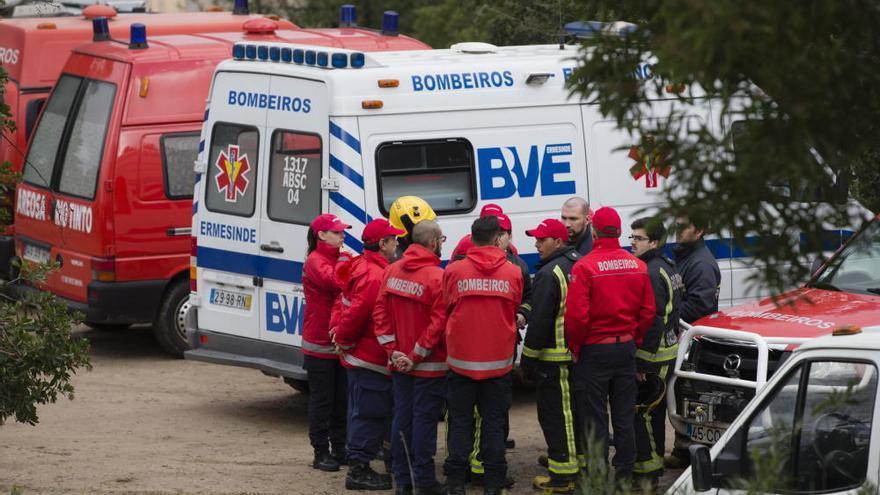 El helicóptero de Portugal en el que ha muerto un médico gallego chocó contra una antena