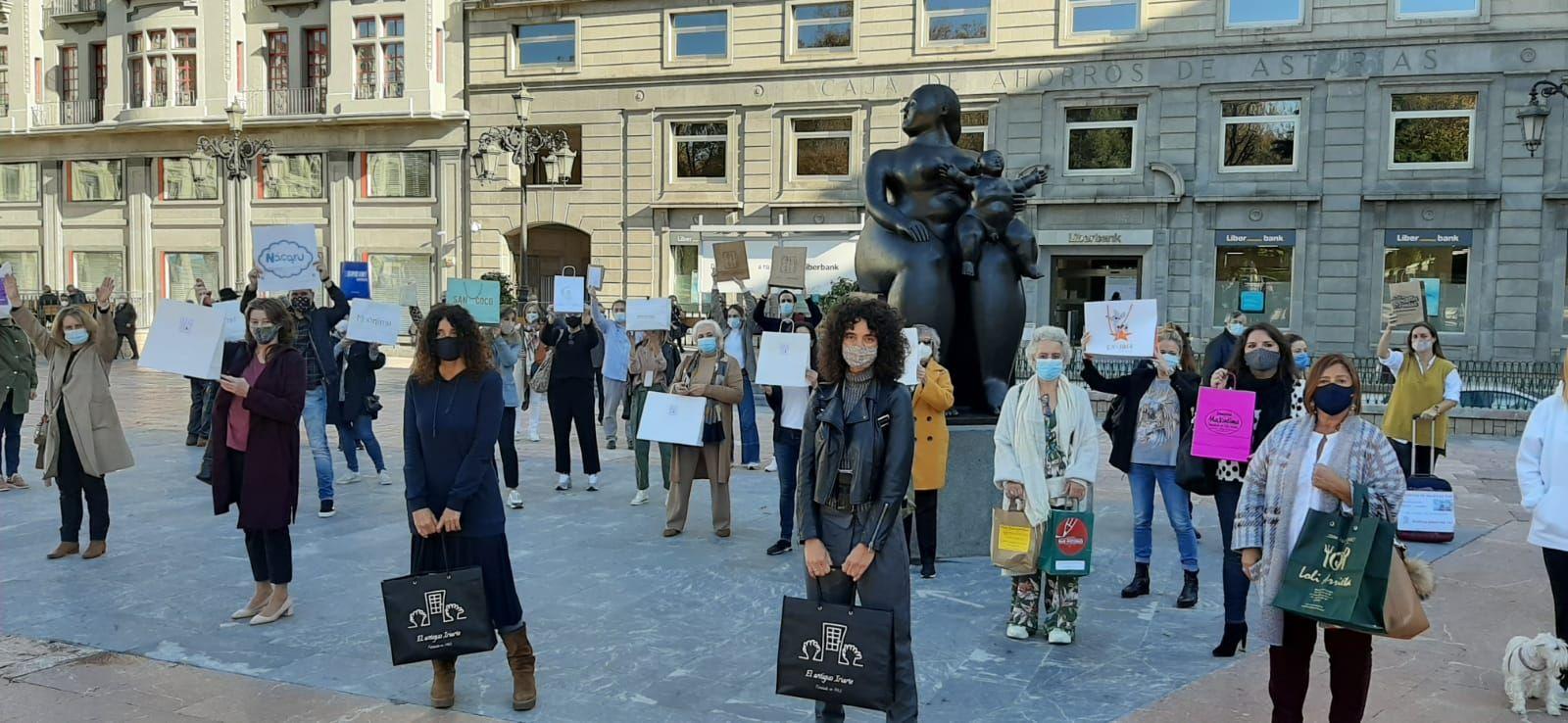 Los comerciantes ovetenses protestan en la Escandalera.