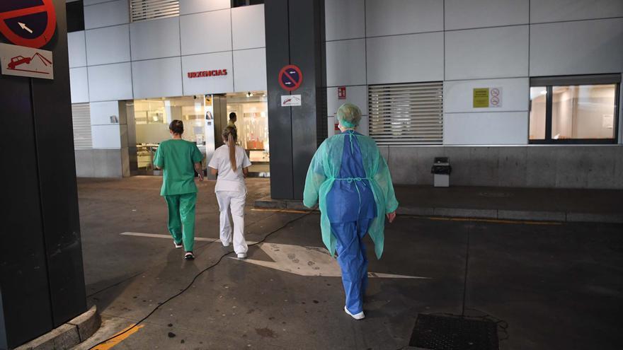 """Una enfermera de una unidad COVID en A Coruña: """"Nos sentimos muy impotentes y por eso os pedimos, os suplicamos, ayuda"""""""