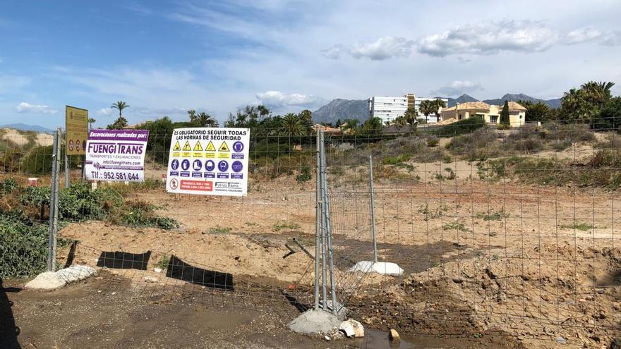 Los vecinos piden reabrir un parking para evitar atascos en Las Chapas