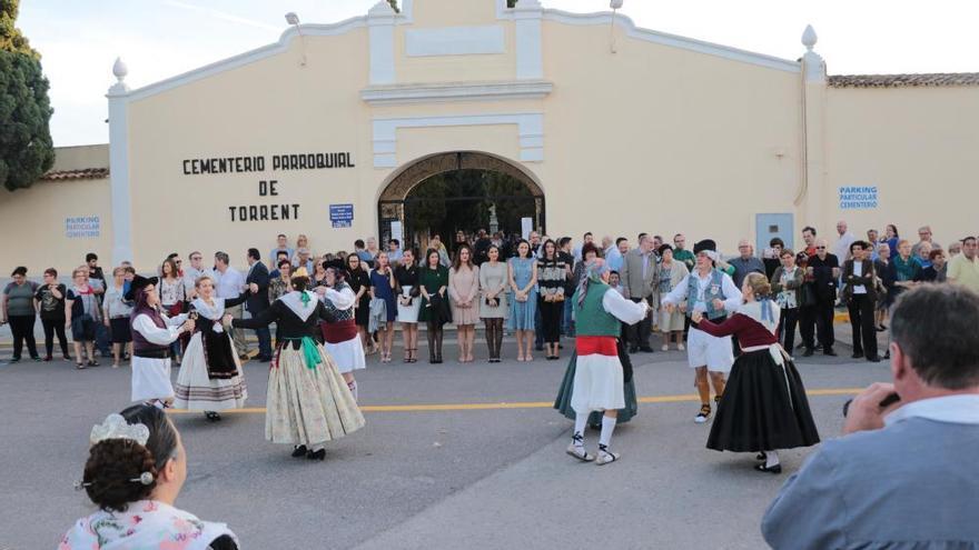 Torrent homenajea a los difuntos en el día de Todos los Santos