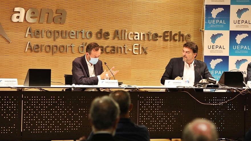 Alcaldes y patronal exigen al Gobierno infraestructuras para fortalecer el eje Alicante-Elche