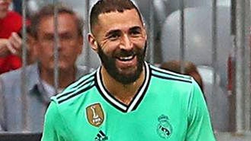 Benzema salva el Madrid en un duel caòtic contra el Fenerbahçe (5-3)