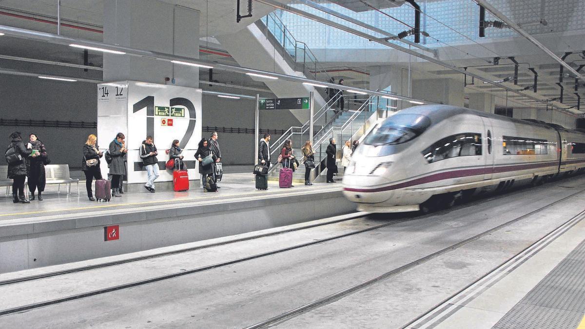 Un AVE a l'estació de Girona, foto d'arxiu