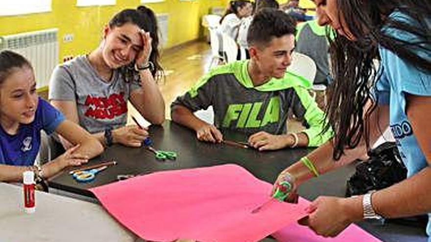 Muévete enseña a veinticinco niños a crear sus propios spinners en el Punto Joven