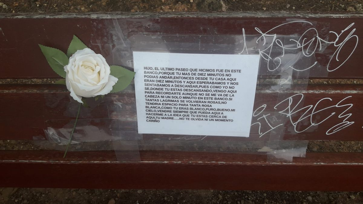 El mensaje que ha aparecido en un banco del Vedat de Torrent