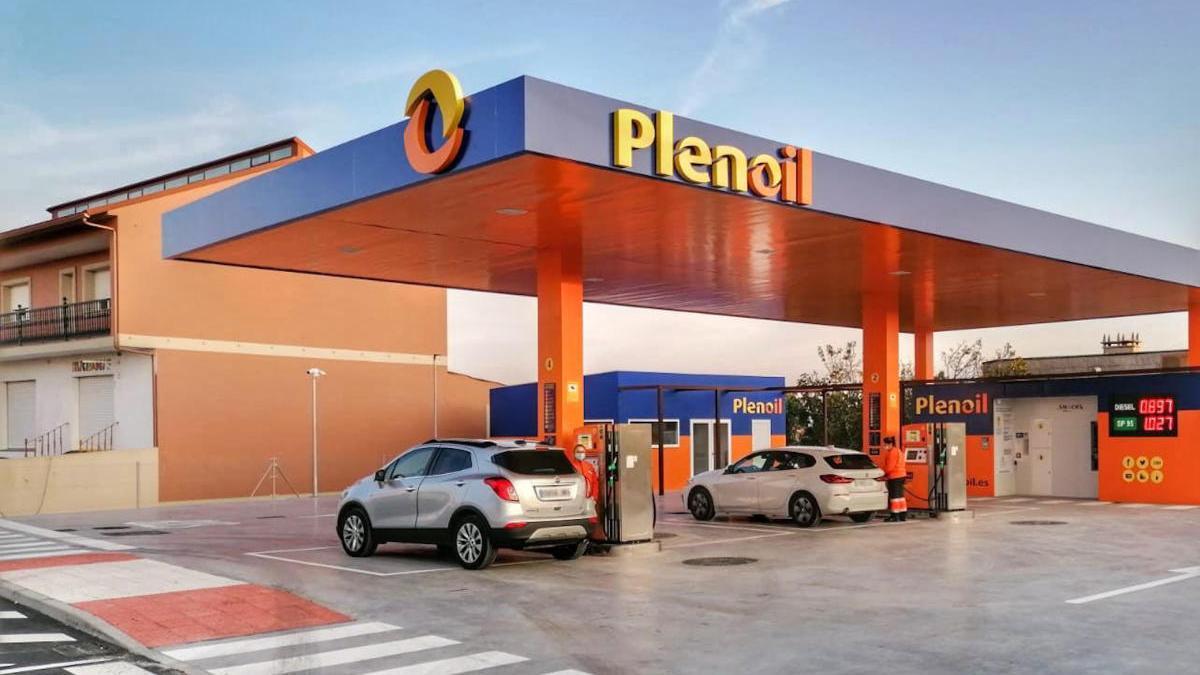 Instalaciones de la nueva gasolinera de Plenoil en Vilanova de Arousa, disponibles las 24 horas del día, todos los días de la semana.