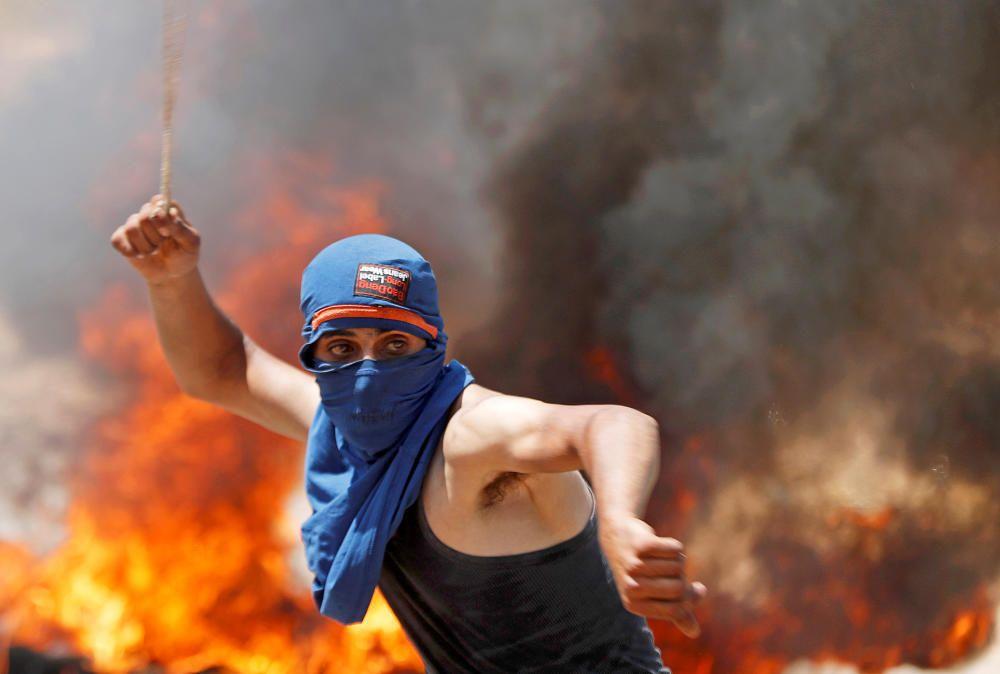 Palestinians protest against Jewish settlements ...