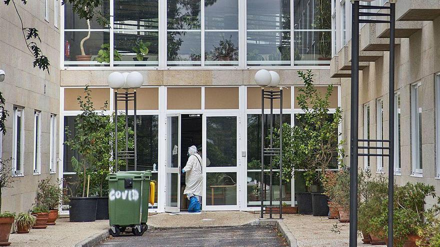 El Covid-19 se cobra ya más de 30 víctimas en la residencia de Os Gozos
