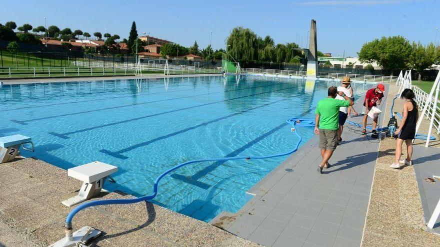 Cerrada la piscina municipal de Plasencia durante unas horas por una avería en una tubería