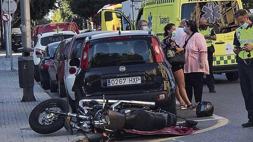 Accidente en Palma chocan un coche y una moto
