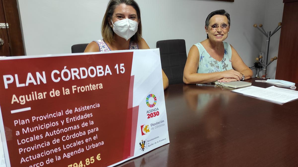 Paqui Herrador y Carmen Flores durante la presentación de las ayudas del Plan Córdoba 15.