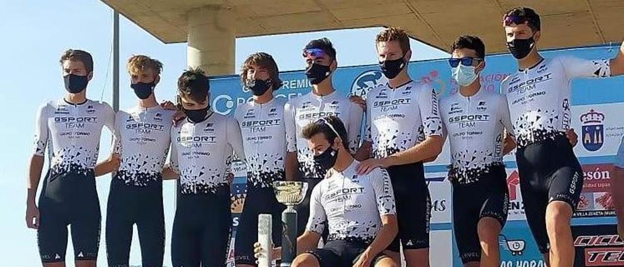Formación del Gsport-Innova ganadora por equipos en Murcia.    // FDV