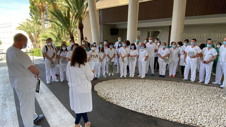 Protesta de los radiólogos por la intención de Sanidad de crear una empresa pública para gestionar las resonancias