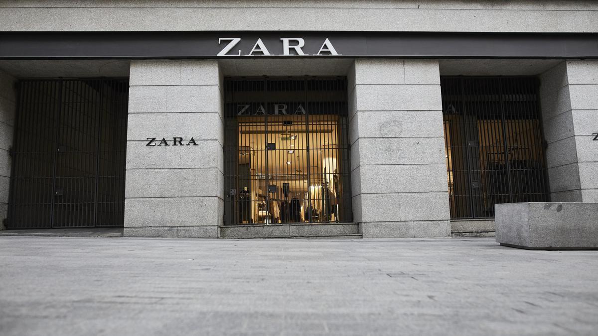 Fachada del primer local de Zara que abrió en la capital junto a la Puerta del Sol