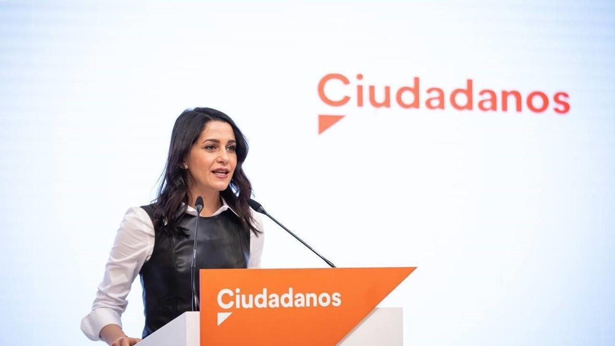 La presidenta de Ciudadanos, Inés Arrimadas, en una rueda de prensa en la sede del partido.