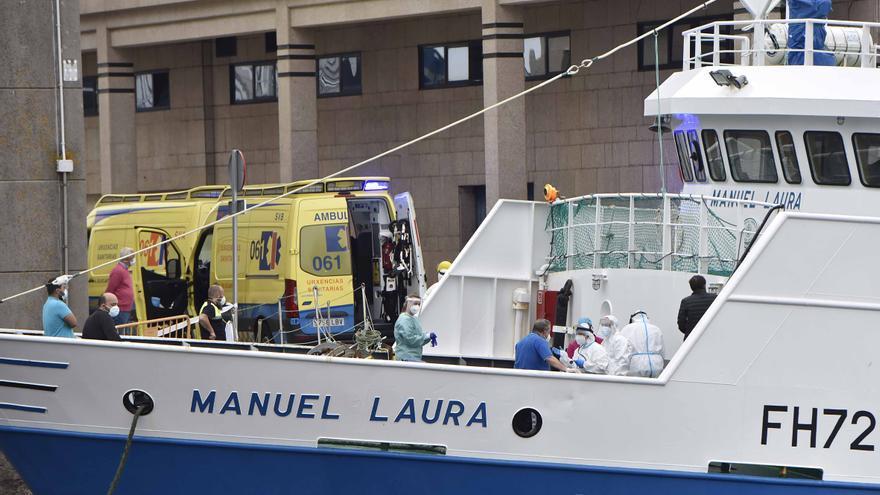 """Sanidade permite a la tripulación del """"Manuel Laura"""" confinarse en sus domicilios"""