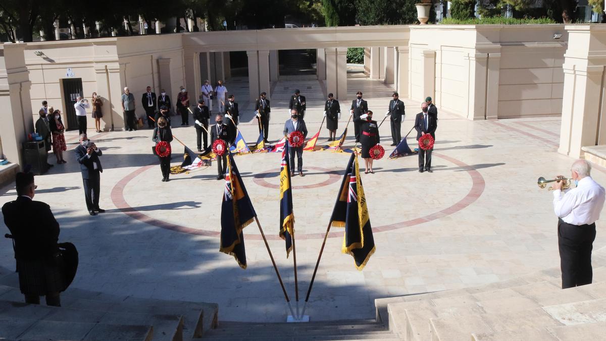 Amapolas rojas en Benidorm para recordar a los soldados británicos caídos