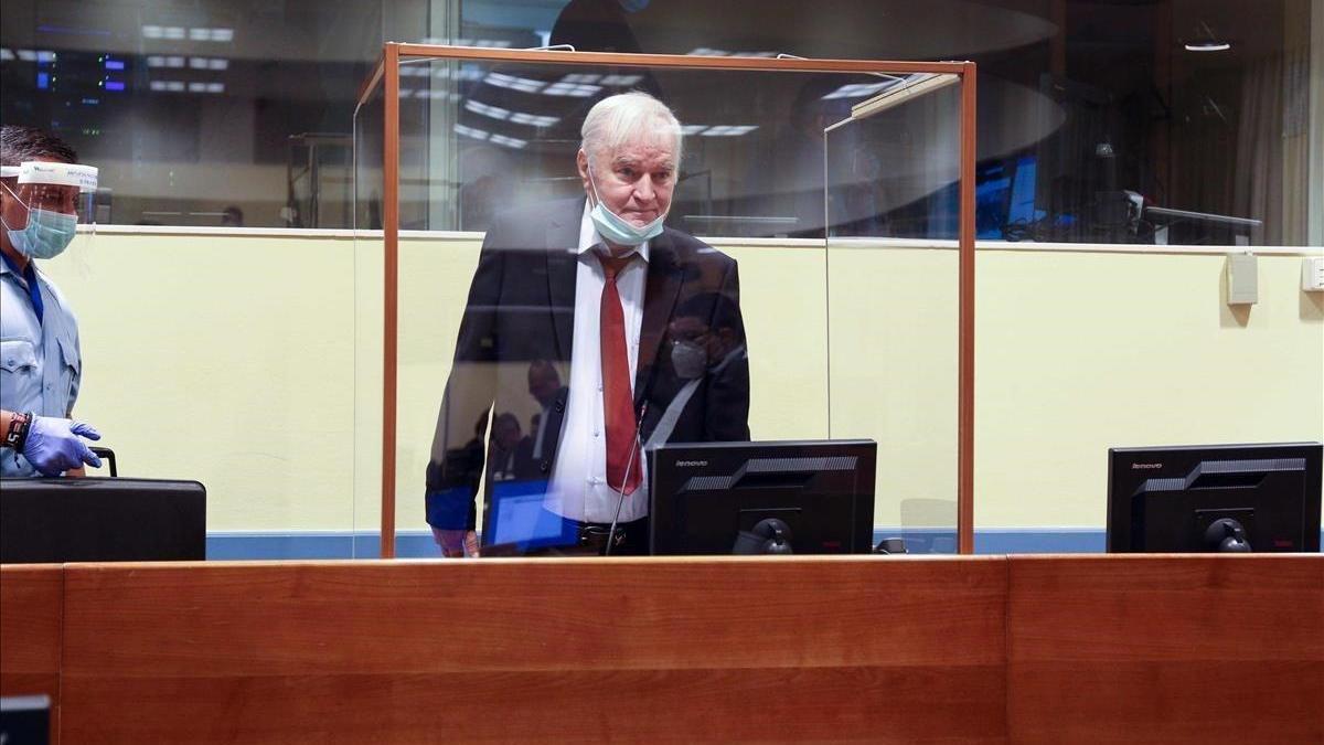 Mladic pide la absolución por supuestos errores en el juicio que lo condenó