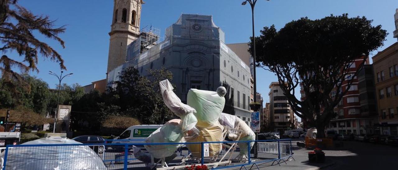 Falla Chicharro inicia el traslado de piezas para la Plantà en Borriana