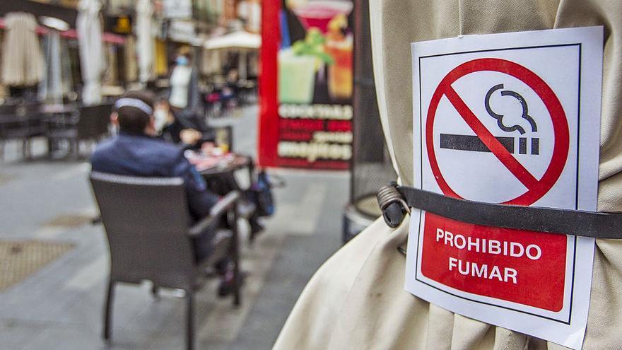 ¿Se puede fumar en las terrazas? Consulta las restricciones del tabaco en la Comunidad Valenciana