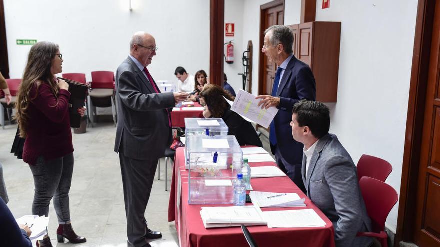Los abogados acuden a las urnas para elegir al nuevo decano