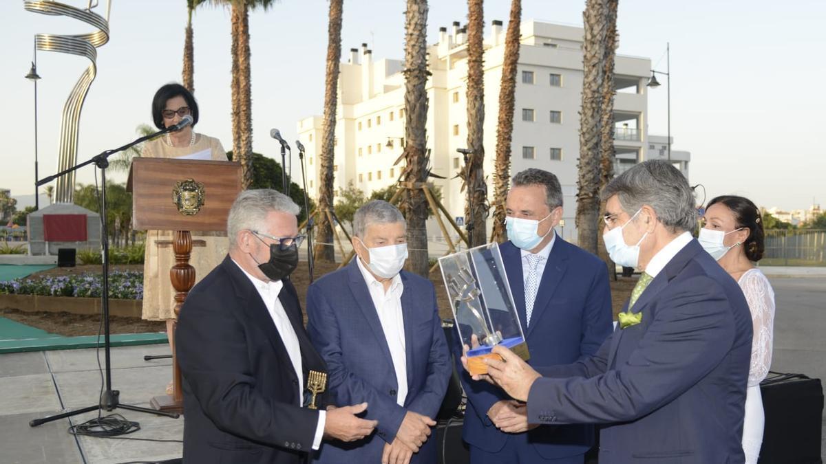 Inauguración de la rotonda Avner Shalev, en Torremolinos.