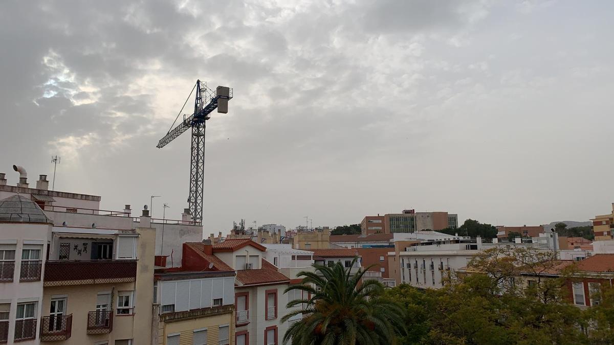 Cielo plomizo este lunes, 1 de marzo, en Málaga capital.