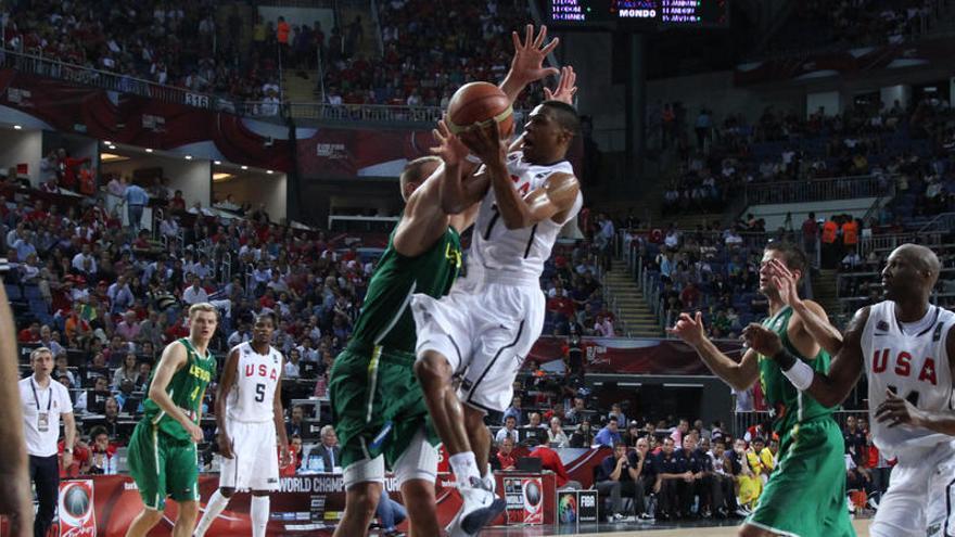 Los Rockets cumplen el deseo de Westbrook y lo traspasan a Washington por Wall