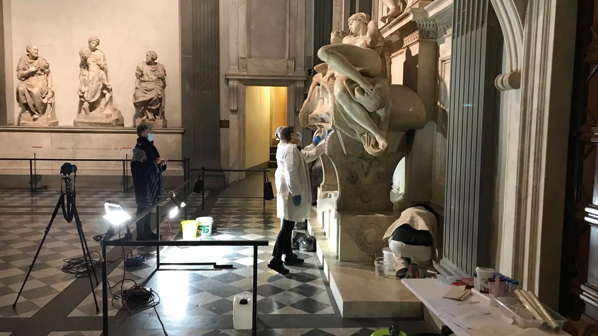Limpieza de la Sacristía Nueva de las Capillas de los Medici