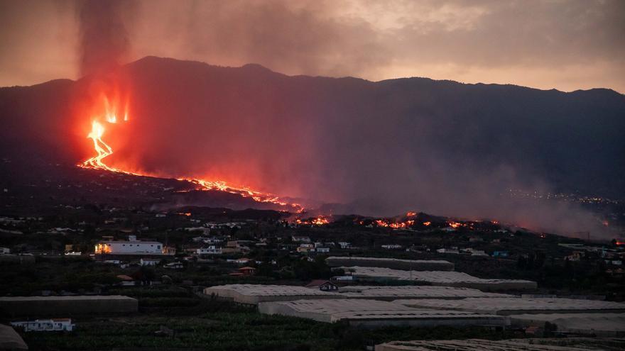 Directo | La lava entra en plataneras y provoca una nube tóxica