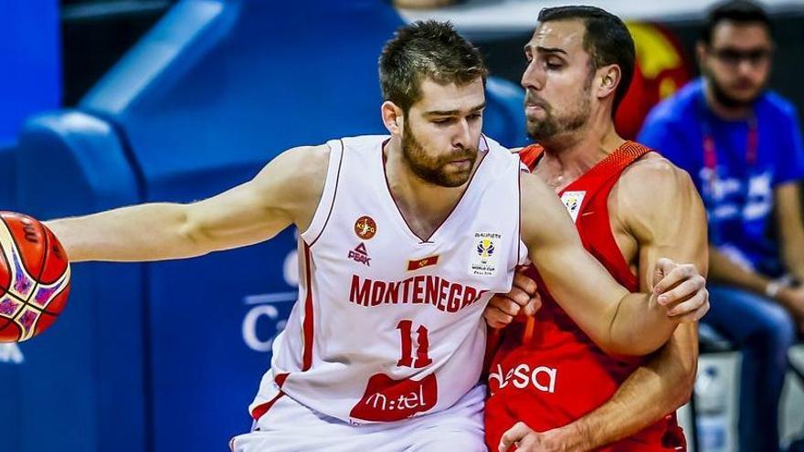 España derrota a Montenegro y accede a la siguiente fase