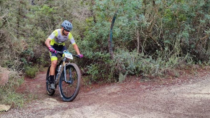 Andrade triunfa en Sant Carles en memoria de Sergio Colomar