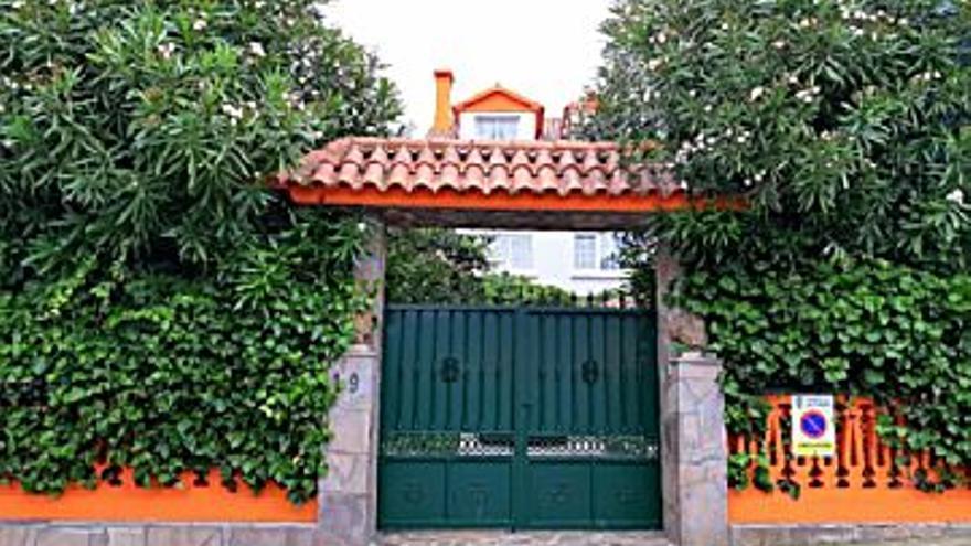 175.000 € Venta de casa en Cariño 200 m2, 5 habitaciones, 3 baños, 875 €/m2...