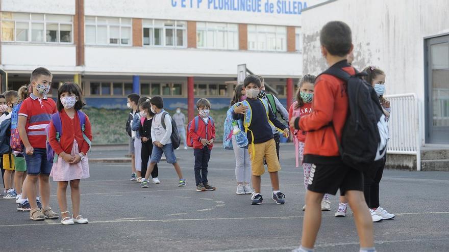 Las mascarillas se quedan, también en el recreo, en los colegios gallegos