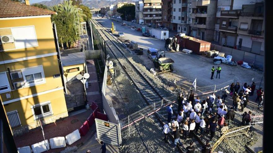 Un paso peatonal permitirá cruzar a partir de hoy a Santiago El Mayor