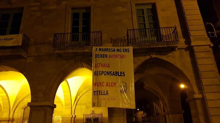 Pancarta i concentració d'Acció Lila a Manresa pel dret a l'avortament