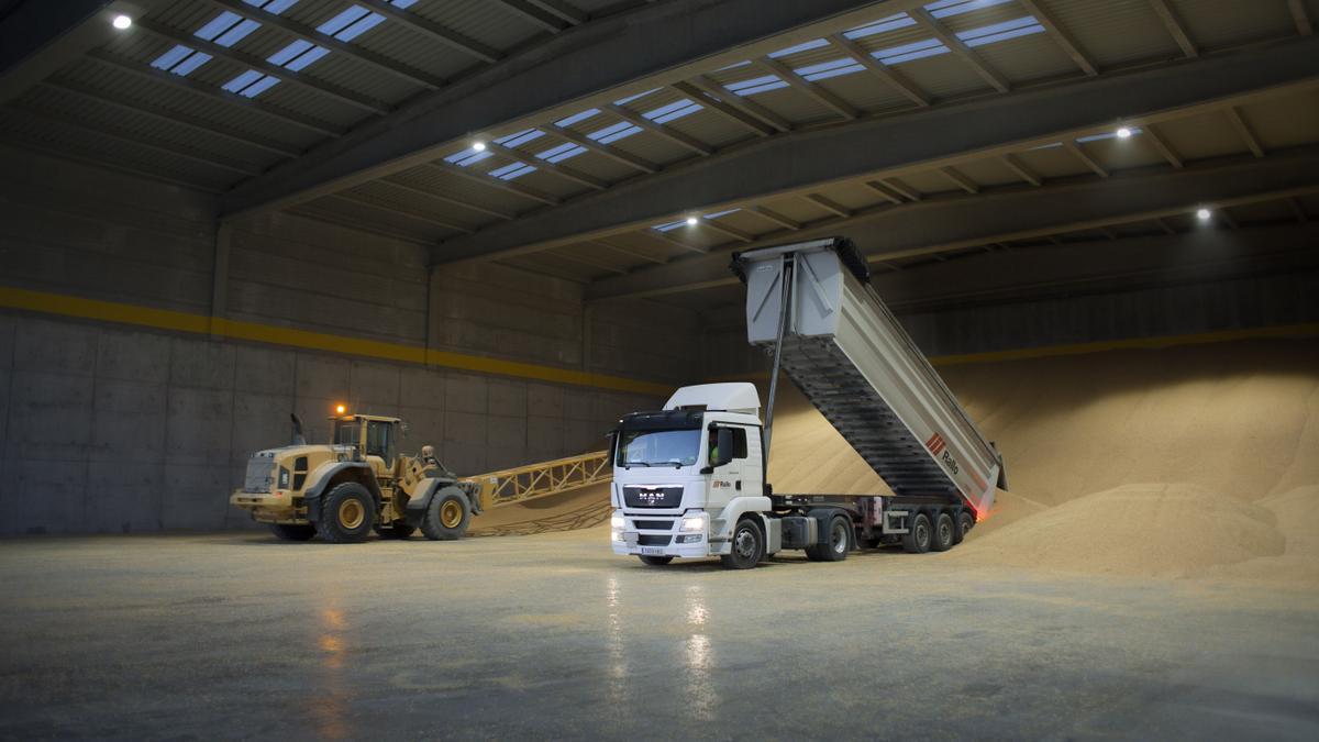Rallo ofrece servicios de logística a graneles con almacenes e instalaciones punteras diseñadas para agilizar los tiempos de descarga de grandes volúmenes, entre otros.