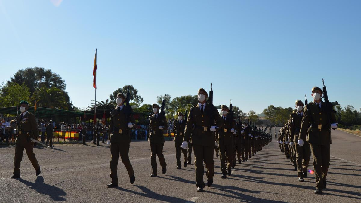 Los soldados en el acto de jura de bandera del Cefot, este viernes.