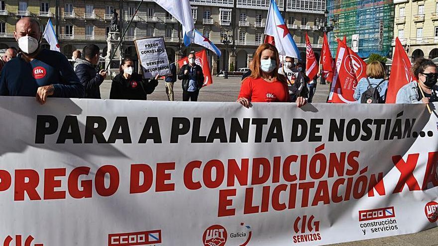 """Los trabajadores denuncian """"evasivas"""" del Concello para buscar una solución a Nostián"""
