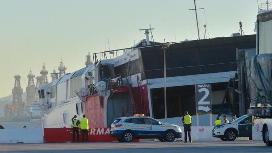 Rescate y ambiente en el Puerto de Las Palmas tras el accidente del 'Alborán' de Armas