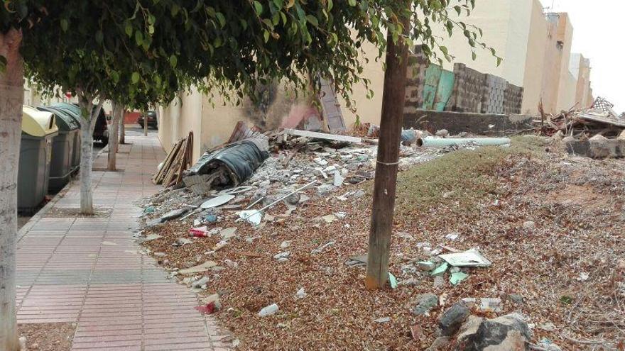El Caracol encara sus fiestas patronales con falta de limpieza en el barrio