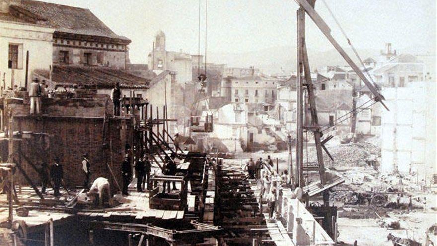 La historia de la calle Larios en doce datos