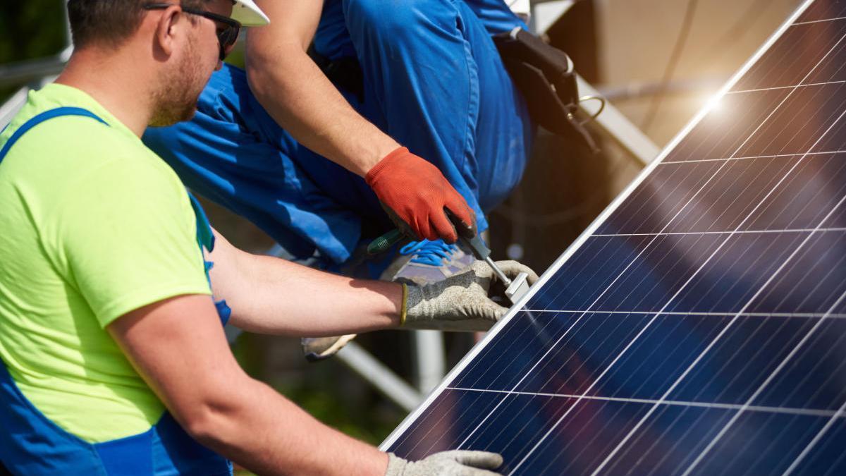 Las empresas del sector energético están sufriendo un importante retraso en la tramitación de instalaciones.