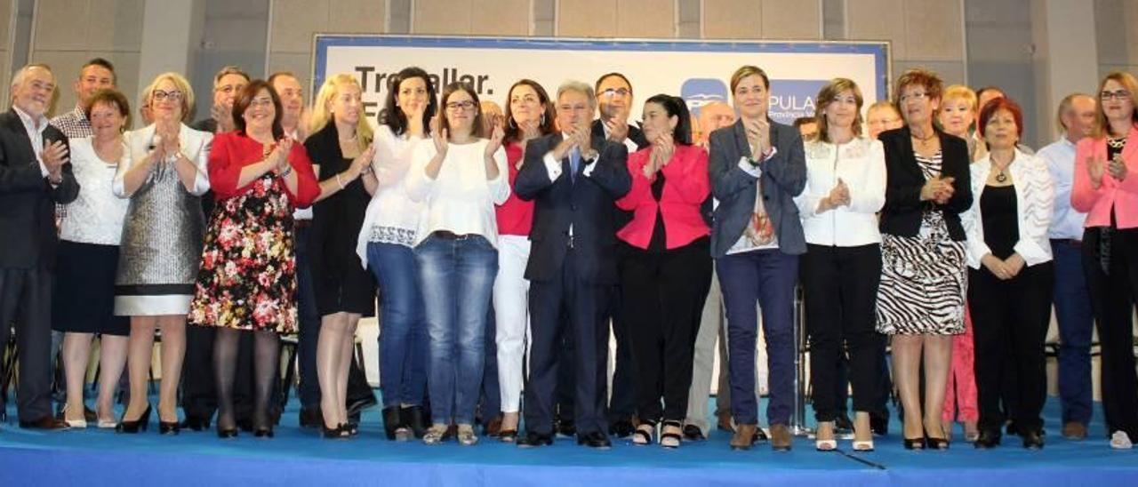 Candidatos a las alcaldías de la Ribera Alta, el jueves con Rus en Vva. de Castellón, en el que fue su último acto público.