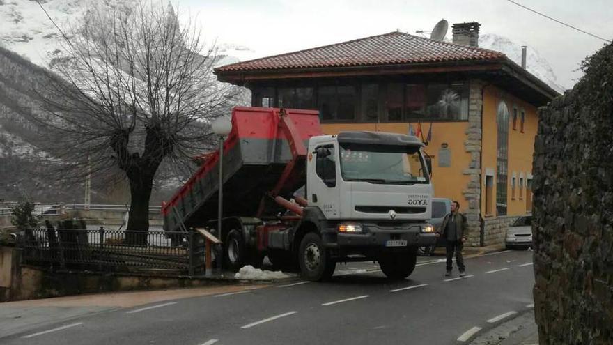 La Fiscalía pide cárcel para dos exalcaldes de Ponga por cargar unos 20.000 euros en gastos personales al Ayuntamiento