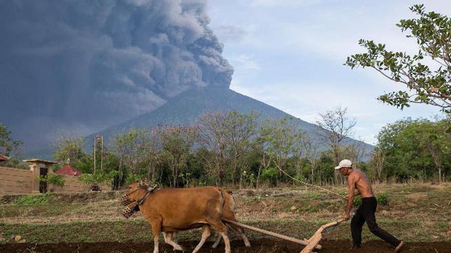Bali, en alerta máxima por un volcán