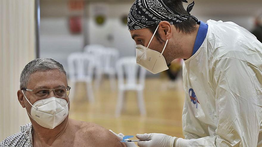 Los habitantes de cinco municipios tienen que irse a otros pueblos para vacunarse