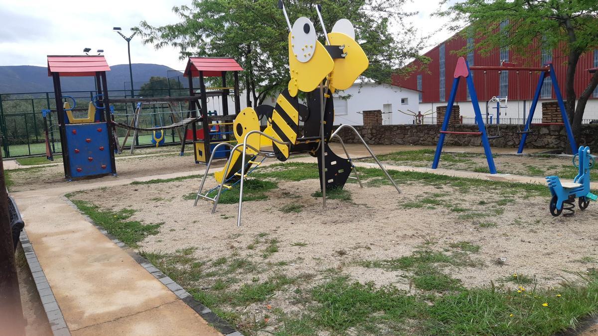 El parque Juan Carlos Solís tendrá suelo de caucho y nuevos juegos.
