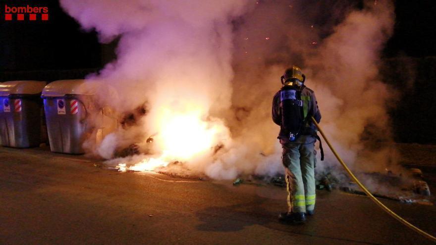 Nit i matinada amb una trentena de contenidors cremats a Sabadell, Terrassa, Pallejà i Girona